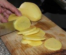 cutting-potatoes