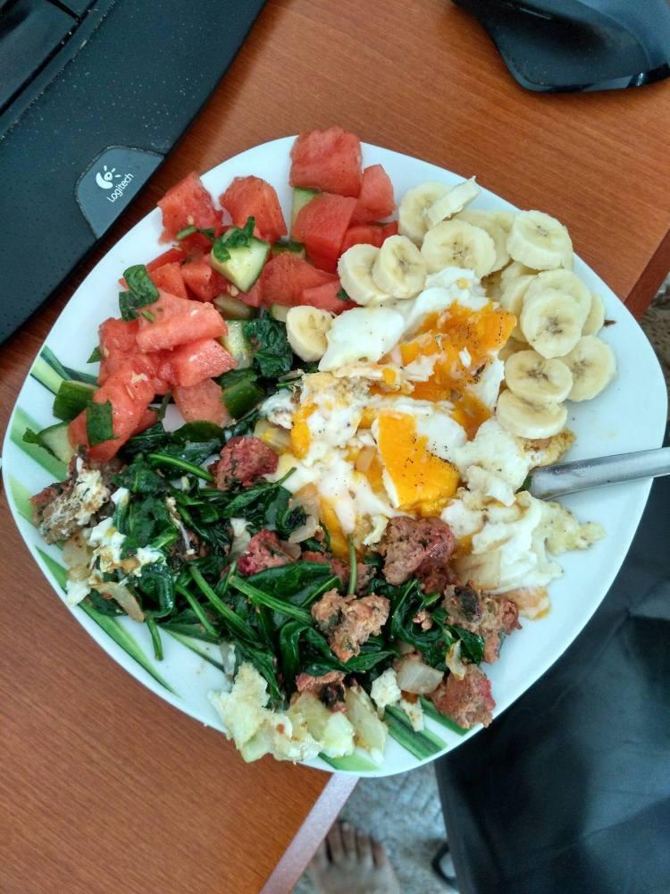 Snídaně, sekaná, špenát, vajíčka...