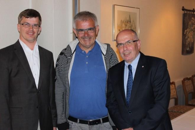 Das Foto zeigt (v.li.) Michael Biermann, Vorsitzender des CDU-Stadtverbandes Lage, Uwe Pohl, Vorsitzender der CDU-Ratsfraktion Lage, und Walter Kern.