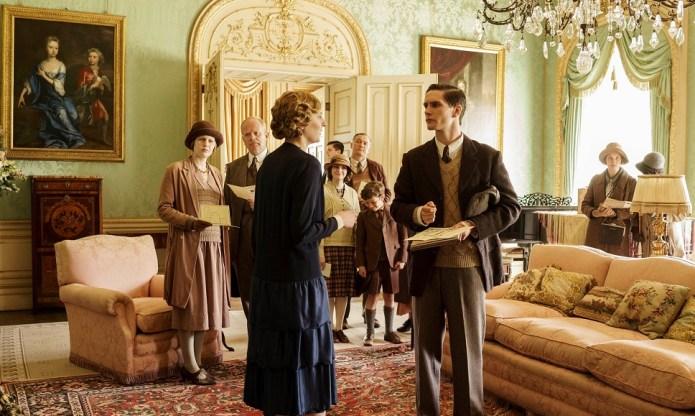 Downton Abbey, Season 6, Episode 6, Edith leading the house tour