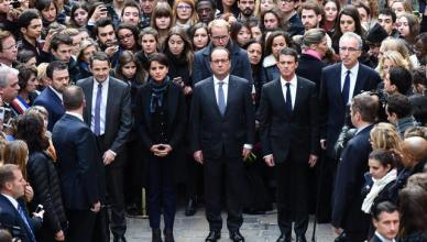 epa05027946 French Minister for Higher Education and Research Thierry Mandon (center L-R), French Education Minister Najat Vallaud-Belkacem, French President Francois Hollande and French Prime Minister Manuel Vallse observe a minute of silence for the victims of the 13 November attacks, at the Sorbonne University in Paris, France, 16 November 2015. More than 130 people have been killed in a series of attacks in Paris on 13 November, according to French officials. Eight assailants were killed, seven when they detonated their explosive belts, and one when he was shot by officers, police said. French President Francois Hollande says that the attacks in Paris were an 'act of war' carried out by the Islamic State extremist group.  EPA/STEPHANE DE SAKUTIN / POOL MAXPPP OUT