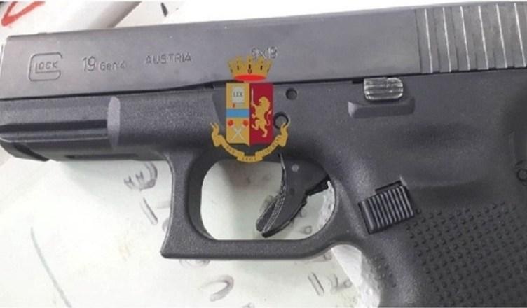 Poizia sequestra pistola a San Giovanni a Teduccio