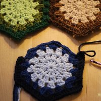 How to connect one granny hexagon to two (or more) others