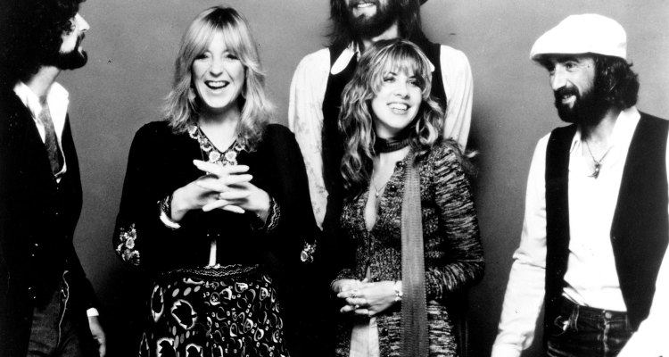 CIRCA 1977: (L-R) Lindsey Buckingham, Christine McVie, Mick Fleetwood, Stevie Nicks and John McVie of the rock group 'Fleetwood Mac' pose for a portrait. (Photo by Michael Ochs Archives/Getty Images)