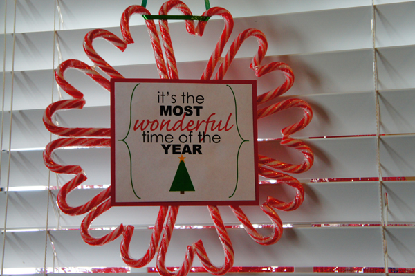candy cane wreath // LLinaBC.com
