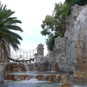 Mandalay Bay's wedding venue: Valley of the Falls. Photo: Little Vegas Wedding