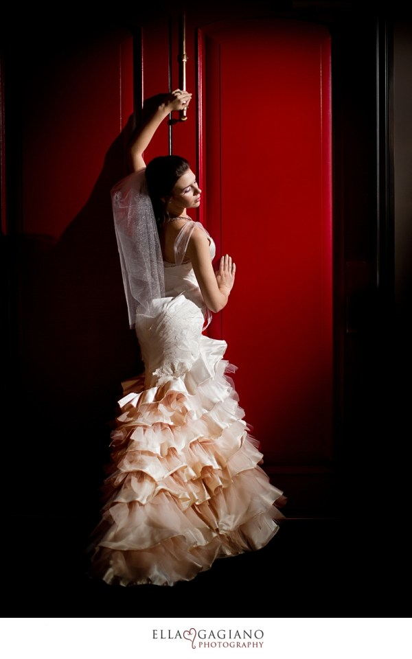 Tour mina olive las vegas 39 s custom wedding dress studio for Las vegas wedding dress