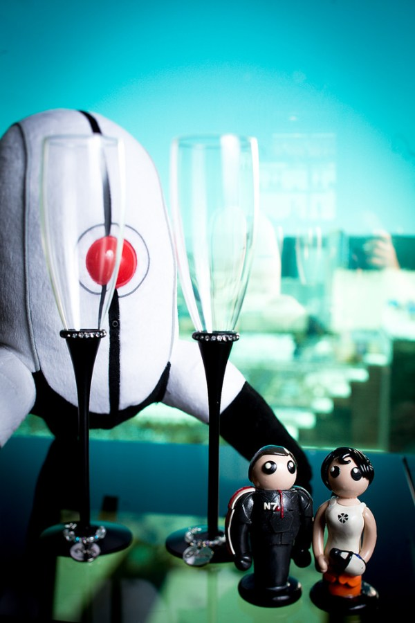 Portal Mass Effect Wedding Cake | LIttle Vegas Wedding