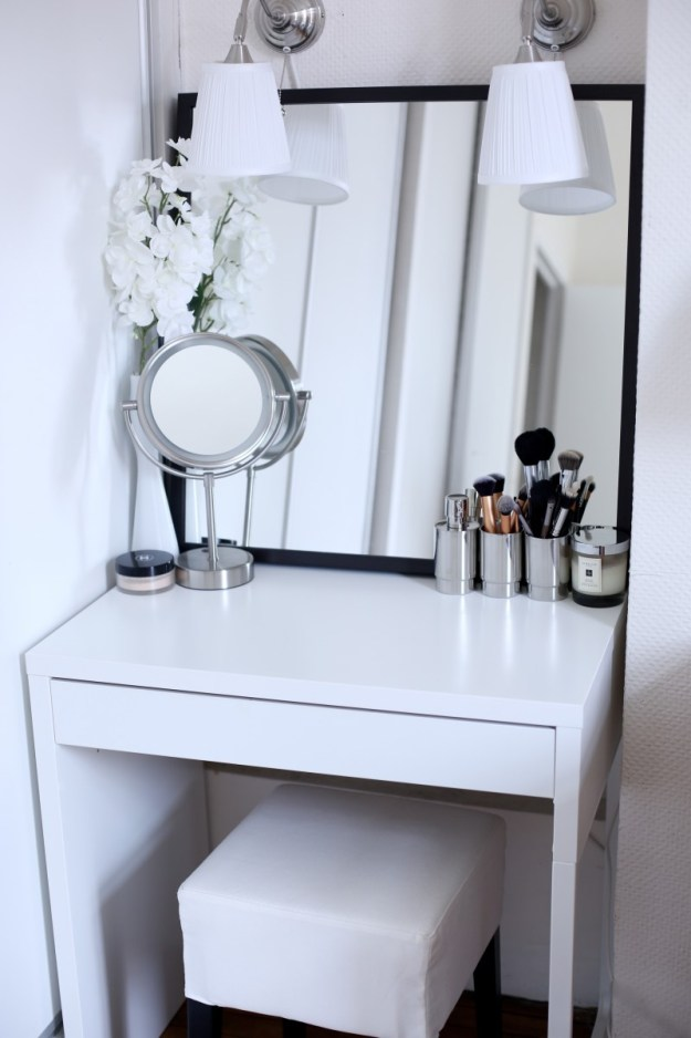 7 inspiring examples of makeup dressing tables for small. Black Bedroom Furniture Sets. Home Design Ideas