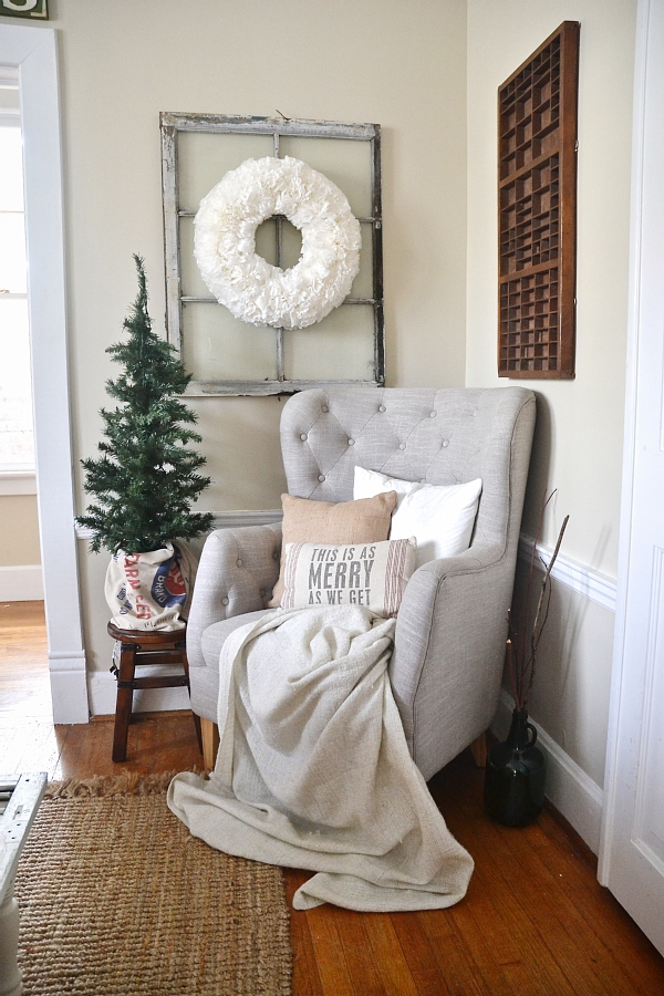 Simple rustic christmas dining room decor liz marie for Simple dining room decor