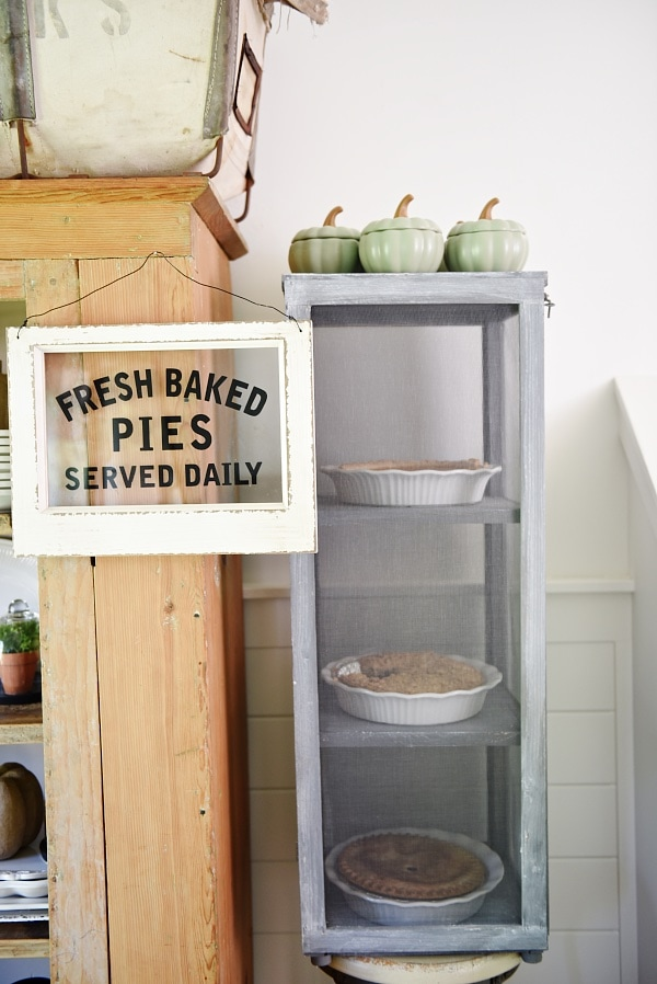 DIY mini pie safe - A quick & easy build to add the farmhouse charm. & it has so many uses!