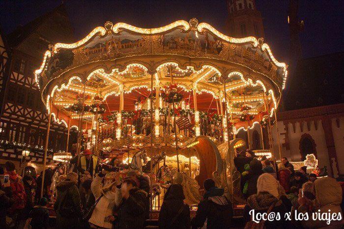 Tiovivo en el Puesto del Mercado de Navidad de Fráncfort