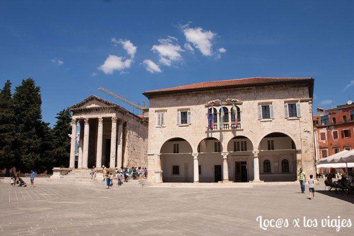 Pula: Templo de Augusto y Palacio Comunal