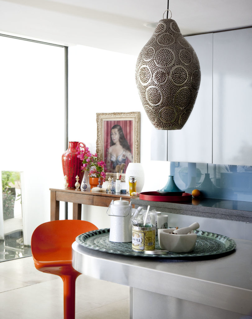 mixing modern and traditional moroccan pieces home decor