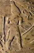 El rey Escorpión(3100 a.C.) luciendo un rabo de toro