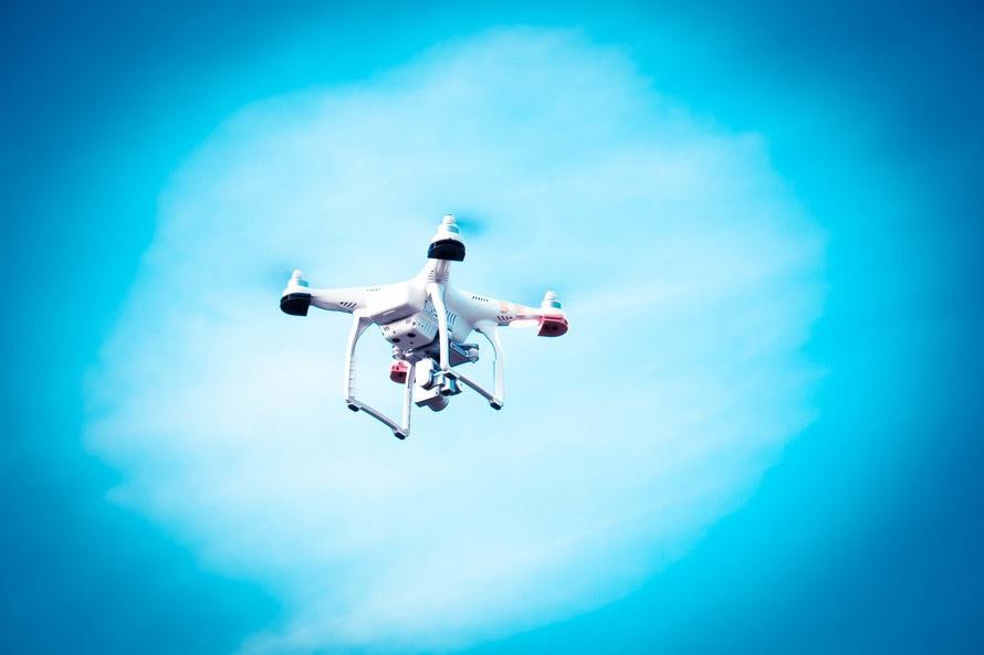 lost in drones titel bild quadcopter im flug