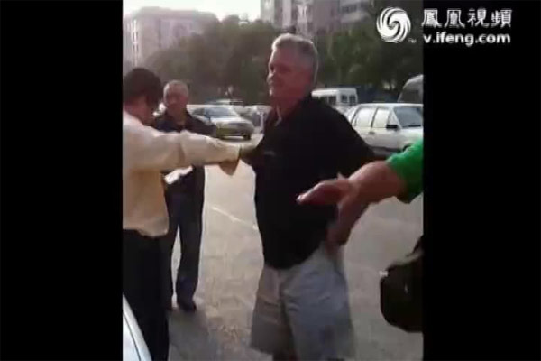 foreigner-taxi-fight-beijing