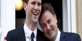 Luxembourg's Prime Minister Xavier Bettel poses with his partner, Belgian Gauthier Destenay (L), after their wedding ceremony at Luxembourg's city hall, May 15, 2015. Luxembourg's prime minister on Friday becomes the first serving leader in the European Union to marry someone of the same sex, and only the second worldwide - and all in a tiny, mostly Catholic country often considered rather conservative. Bettel, 42, and his civil partner Gauthier Destenay are among the first gay men to exercise their right to wed since the Grand Duchy in January become the latest EU state to extend full rights to same-sex marriages.    REUTERS/Francois Lenoir        TPX IMAGES OF THE DAY