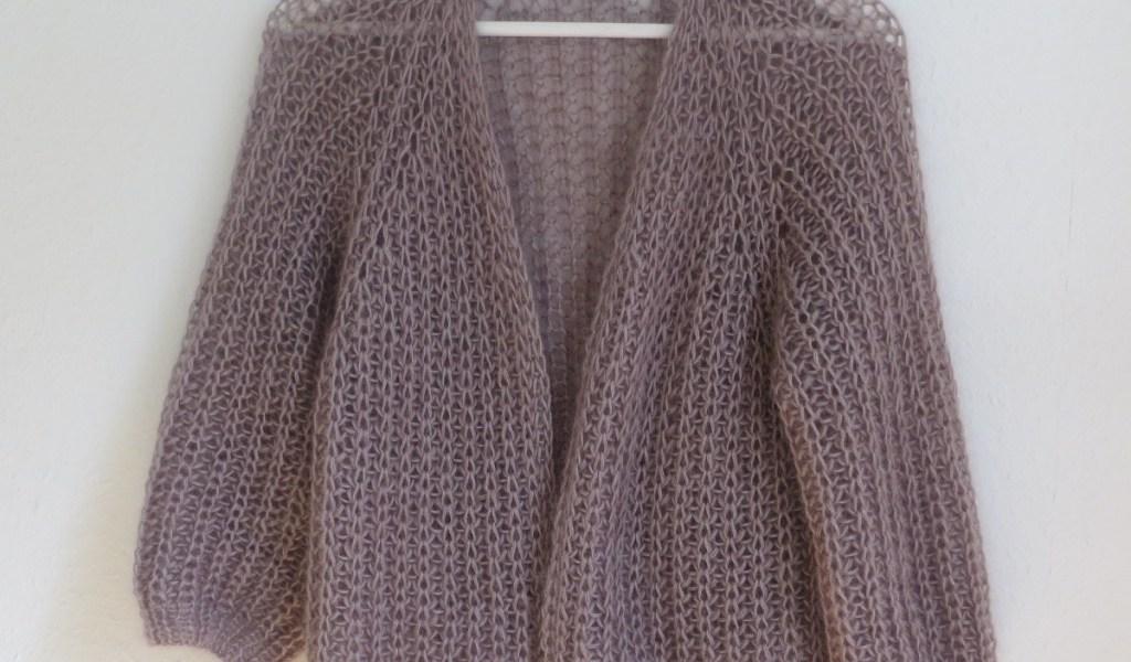 BRITT Cardigan - Kurze Strickjacke im Halbpatent aus Lamana Premia