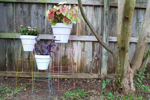 Glomorous Diy Plant Stand From Tomato Cages Diy Plant How To Turn A Tomato Cage Into A Wire Plant Stand Texas Tomato Cage Reviews Texas Tomato Cages Home Depot
