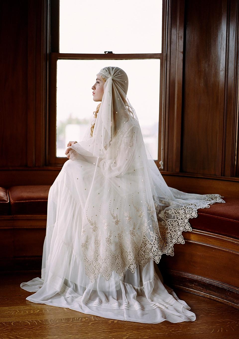 Feminine, Romantic and Elegant Wedding Veils With Enchanting Bridal Underpinnings