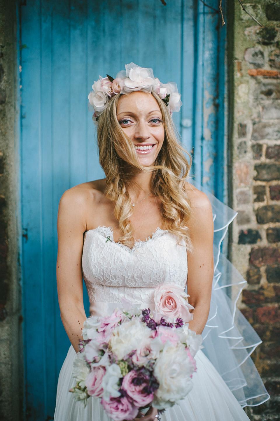 An Elegant Naomi Neoh Gown For Summertime, Riverside Wedding in ...