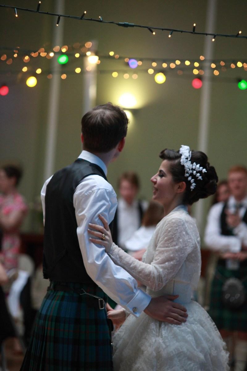 Vintage rock n roll wedding dress for Rock n roll wedding dress