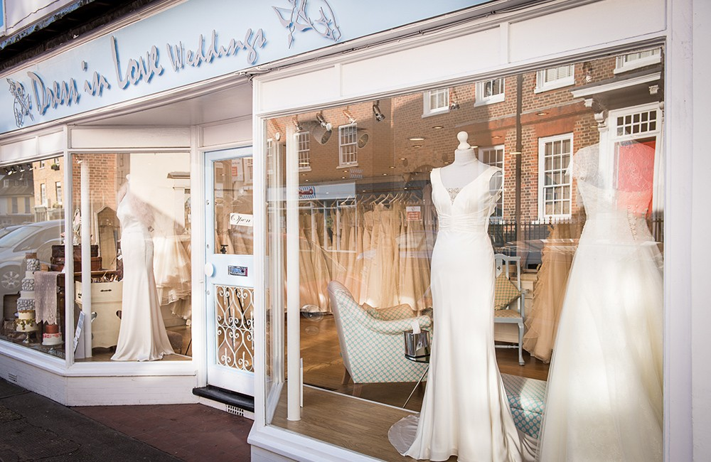 How To Go Wedding Dress Shopping: An Experts Guide To Bridal Boutiques (Bridal Fashion Fashion & Beauty Let's Talk )
