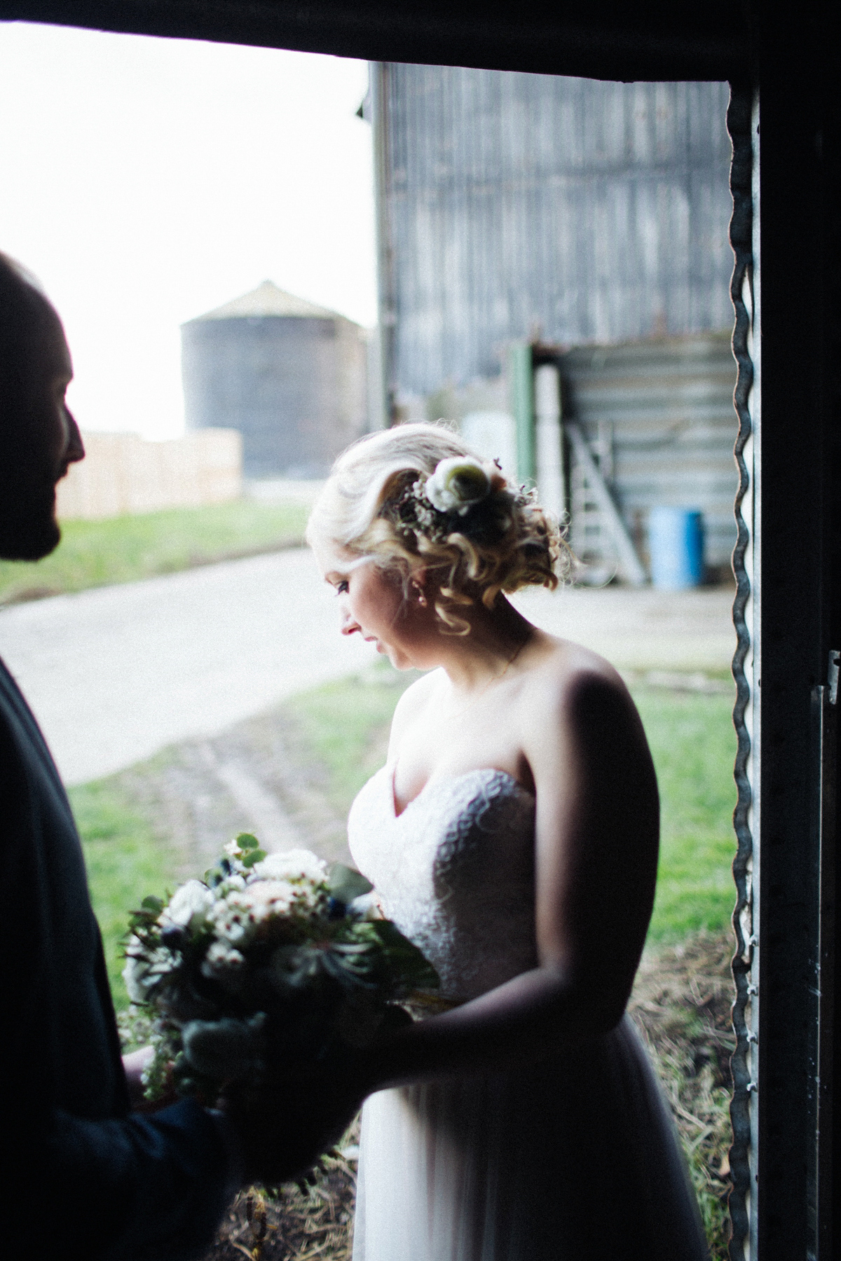 A Woodland Glam Inspired Barn Wedding for an Adventurous Bride and Groom (Weddings )
