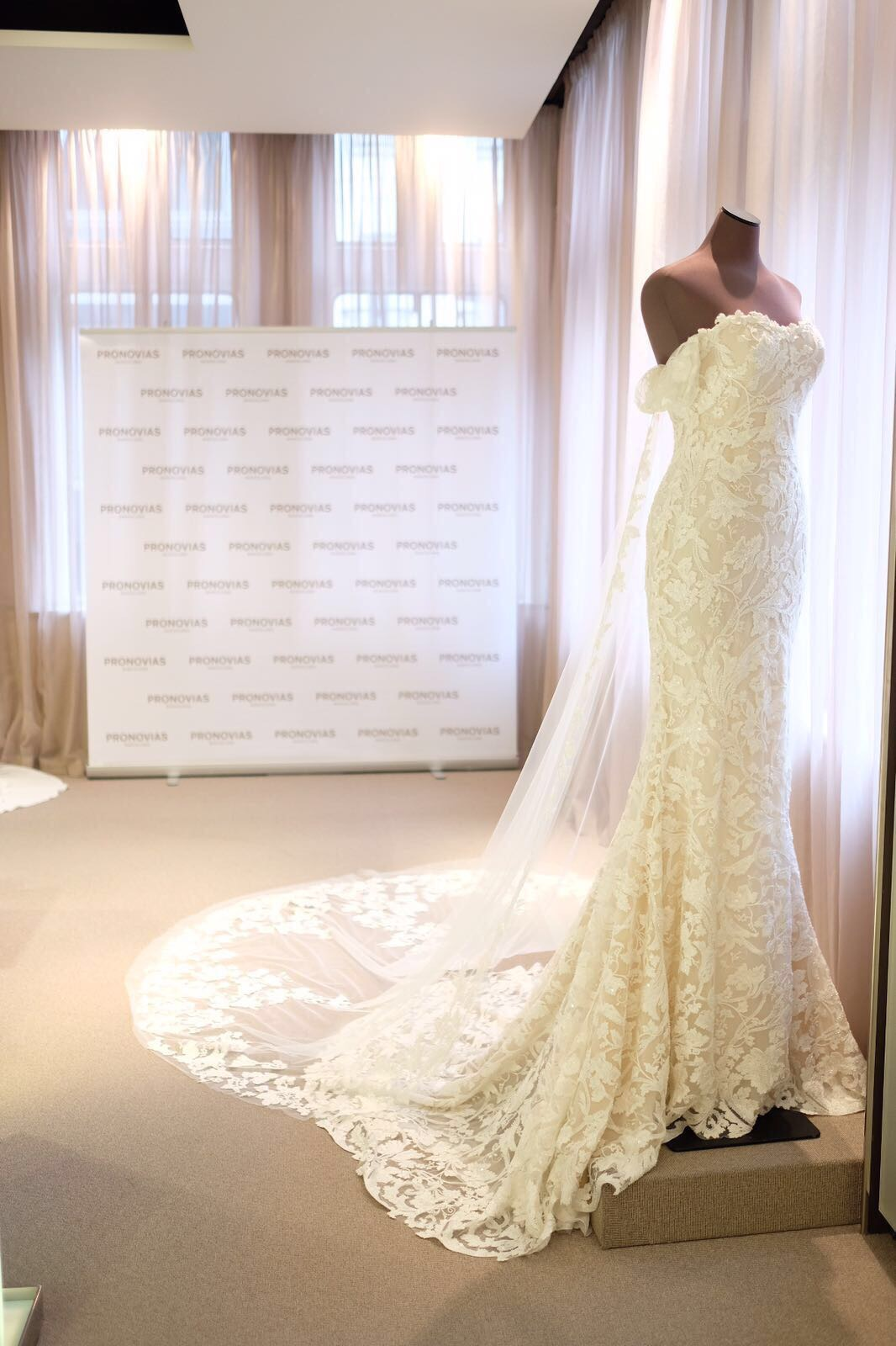 The 2018 Preview Collections From Pronovias (Bridal Fashion Fashion & Beauty Get Inspired )