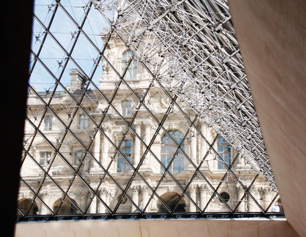 paris-lourve-underthepyramid