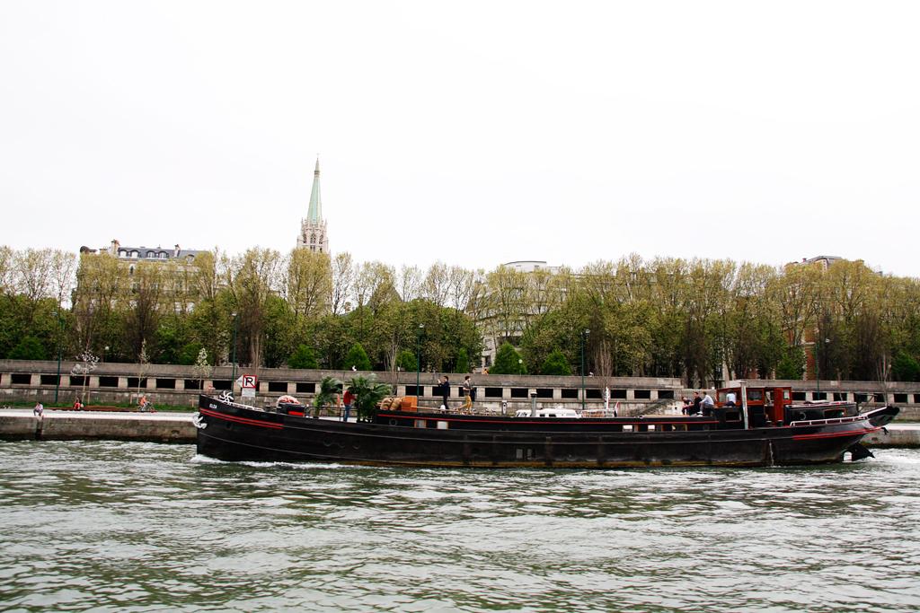 seine-houseboat