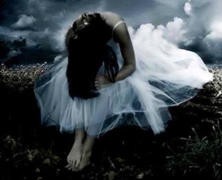 Broken Heart Girl Crying Wallpaper Trapped Best Sad Pictures Sad Images Lover Of Sadness