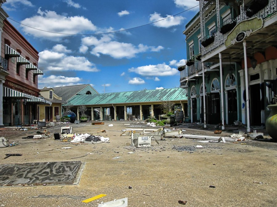 streets of six flags New Orleans are trashed