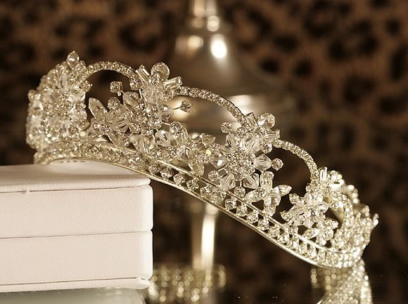 A Girly Girl Wallpapers Diamond Tiara Pictures Photos And Images For Facebook