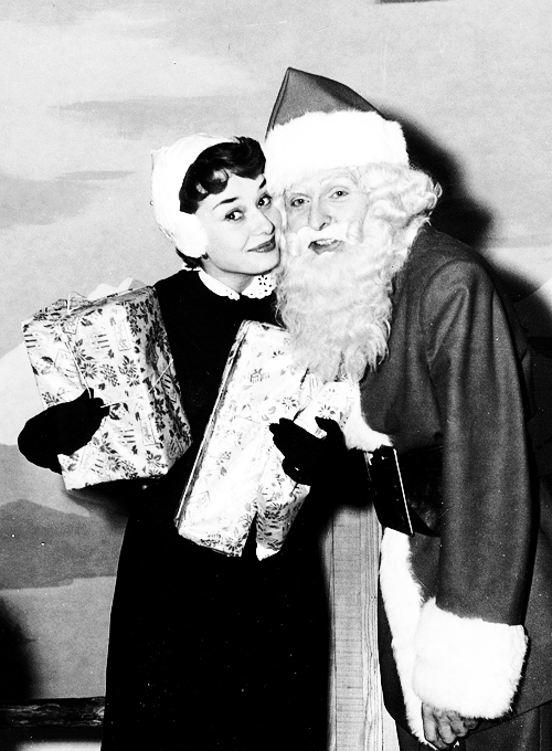Cute Animated Merry Christmas Wallpaper Audrey Hepburn With Santa Claus Pictures Photos And