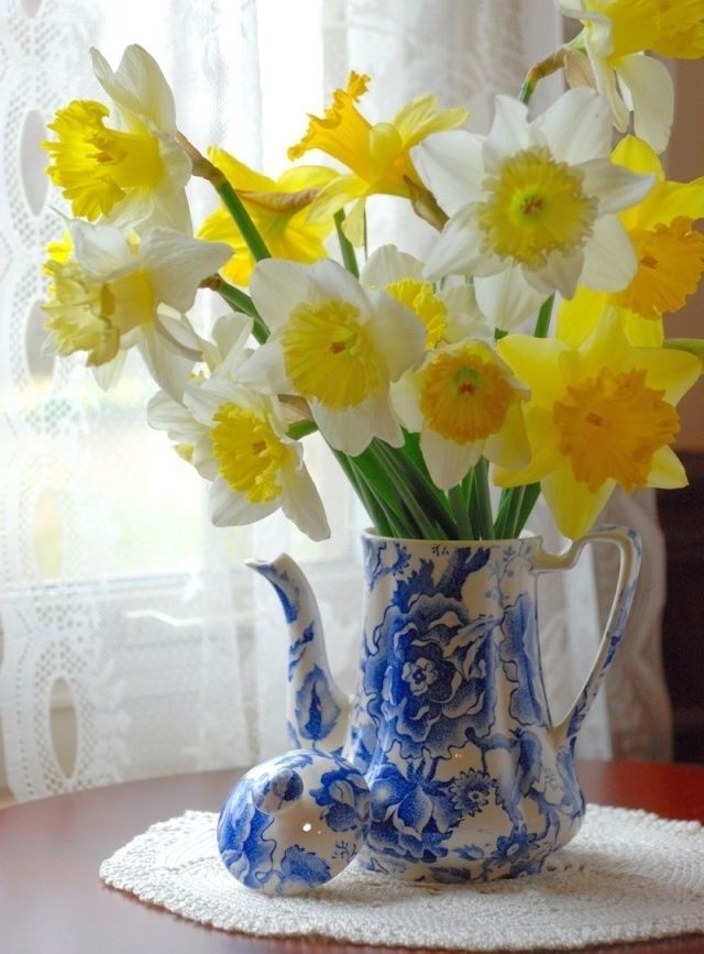Good Quotes In The Story The Yellow Wallpaper Daffodils In A Blue Pitcher Pictures Photos And Images
