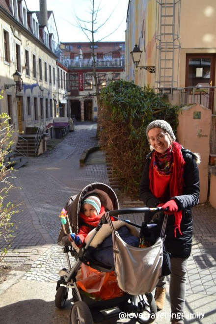 Lovetravelling family in Neustadt, Dresden, Germany
