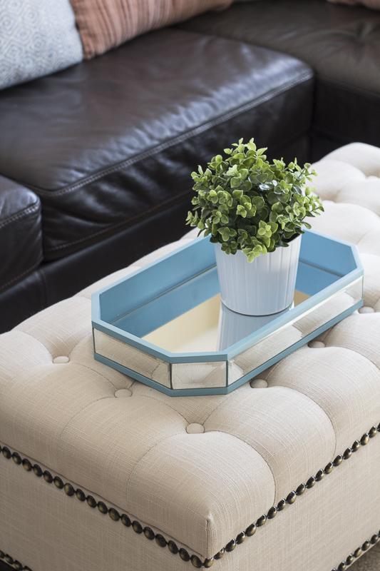 upholstered-bench-tray-livingroom