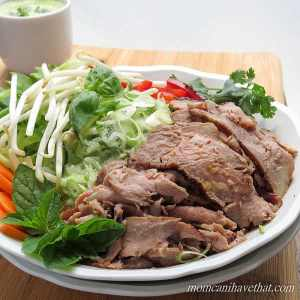Thai Beef Noodle Bowls - beef, crunchy vegetables, & fresh herbs over ...
