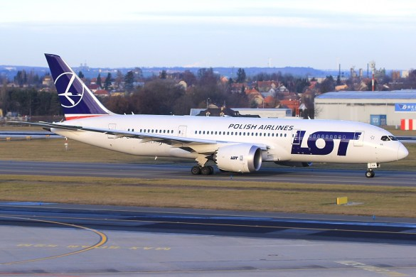 lot_boeing_787-8_sp-lra