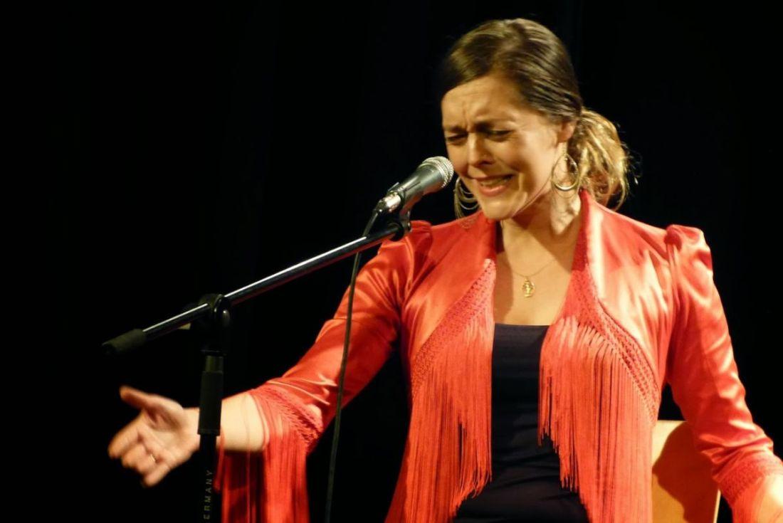 Luna cantando @ El Dorado, Sociedad Flamenca de Barcelona, 13-02-2014