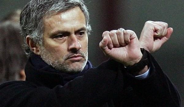 mourinho-e-il-gesto-delle-manette
