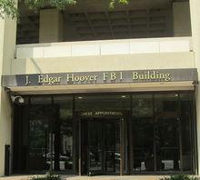 La sede della F.B.I. è intitolata a J. Edgar Hoover (e a chi se no?)