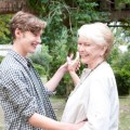 Toby Regbo e Ellen Burstyn danzano in Un giorno questo dolore ti sarà utile