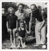 Irène Némirovsky il marito Michel Epstein e le figlie