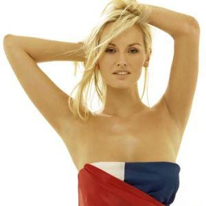 La bandiera francese onorata da Adriana Sklenarikova