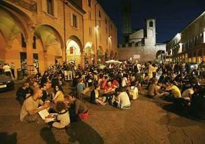 studenti dams in piazza verdi