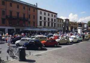 Piazza Cavour con le auto