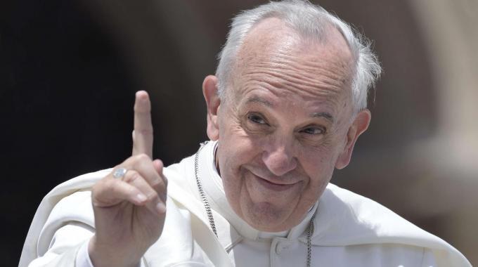 Papa francesco sorride